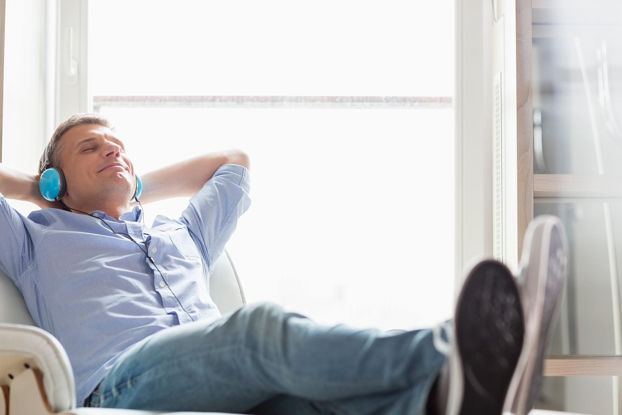Man listening to bipolar disorder seminar